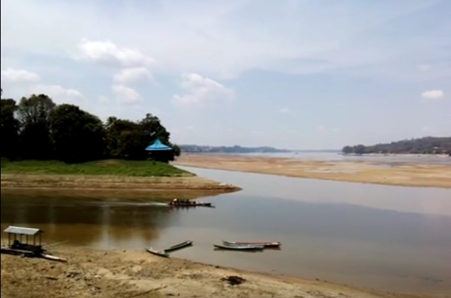 The  Longest River in Indonesia - Kapuas River