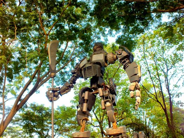 You can see Optimus Prime in Indonesia 07